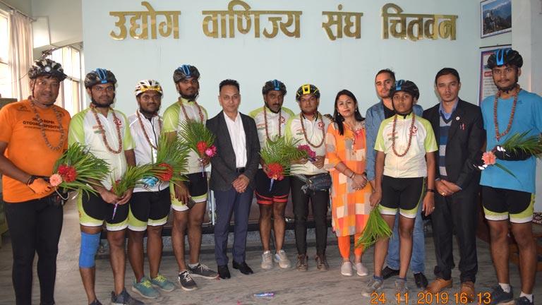 भारतिय साईकल यात्रीलाई उवासंघ - चितवनमा स्वागत
