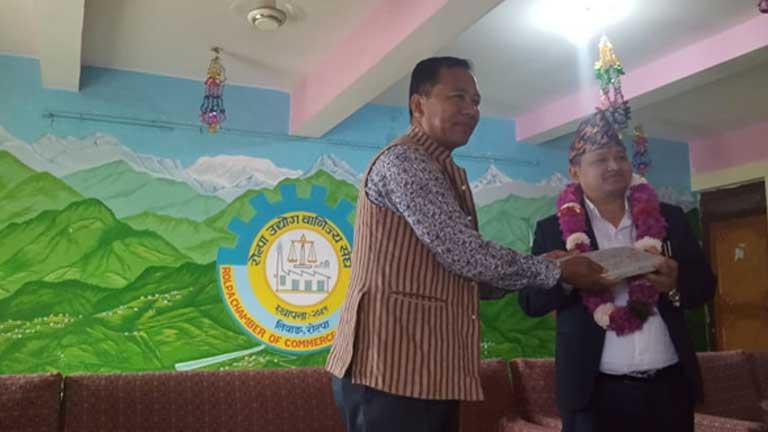रोल्पा उवासंघद्वारा प्रमुख जिल्ला अधिकारीको स्वागत