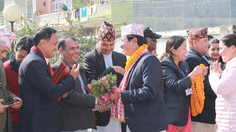 मकवानपुर उवासंघद्वारा सभा सदस्यलाई मायाको चिनो प्रदान